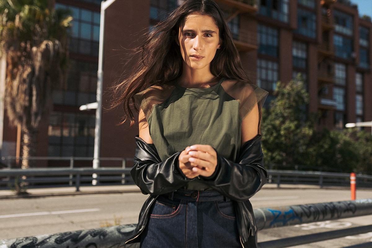 Camiseta básica Kristel de IO DREAMS en caqui, moda sostenible