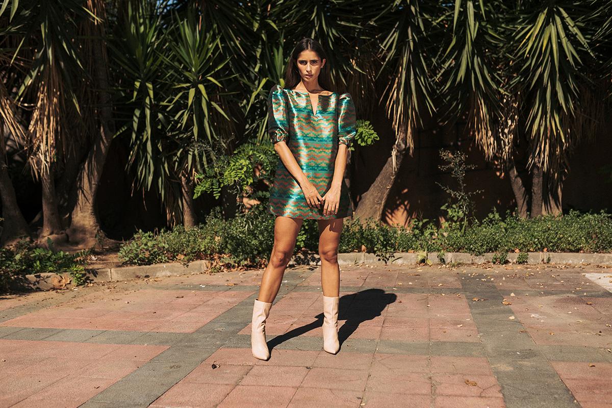 Vestido mini con estampado geométrico de la firma sostenible IO DREAMS
