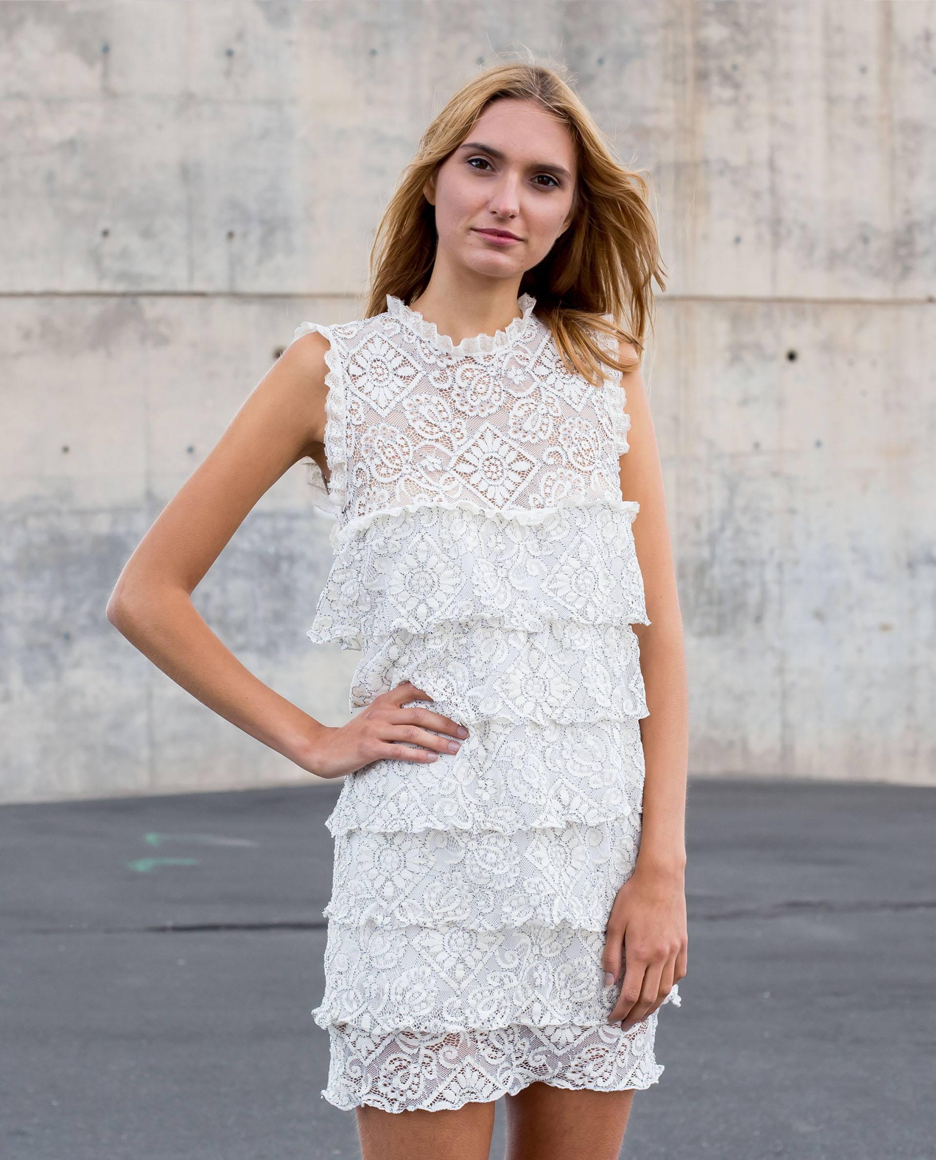 Vestido recto mini de encaje blanco