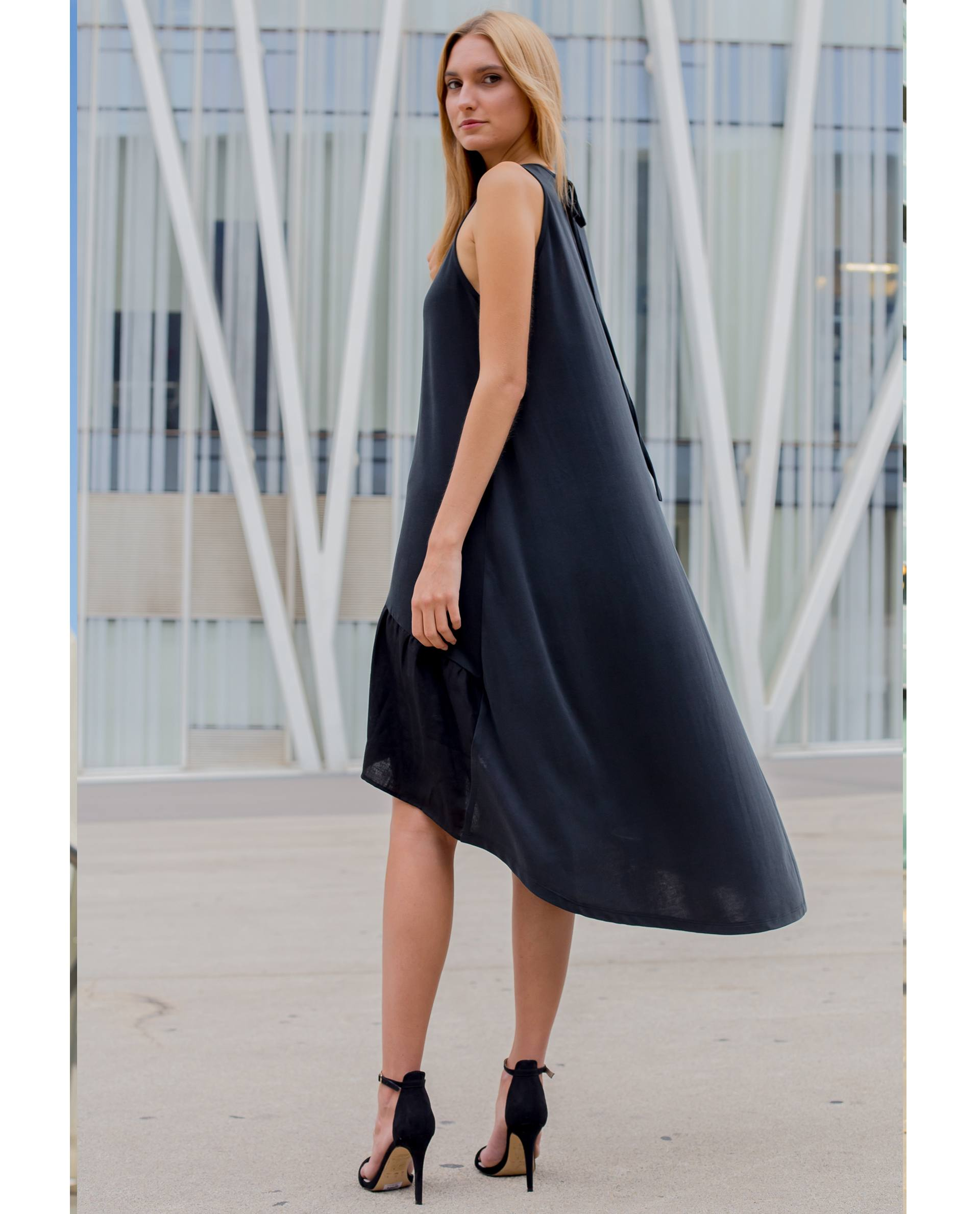 Vestido negro de viscosa asimétrico