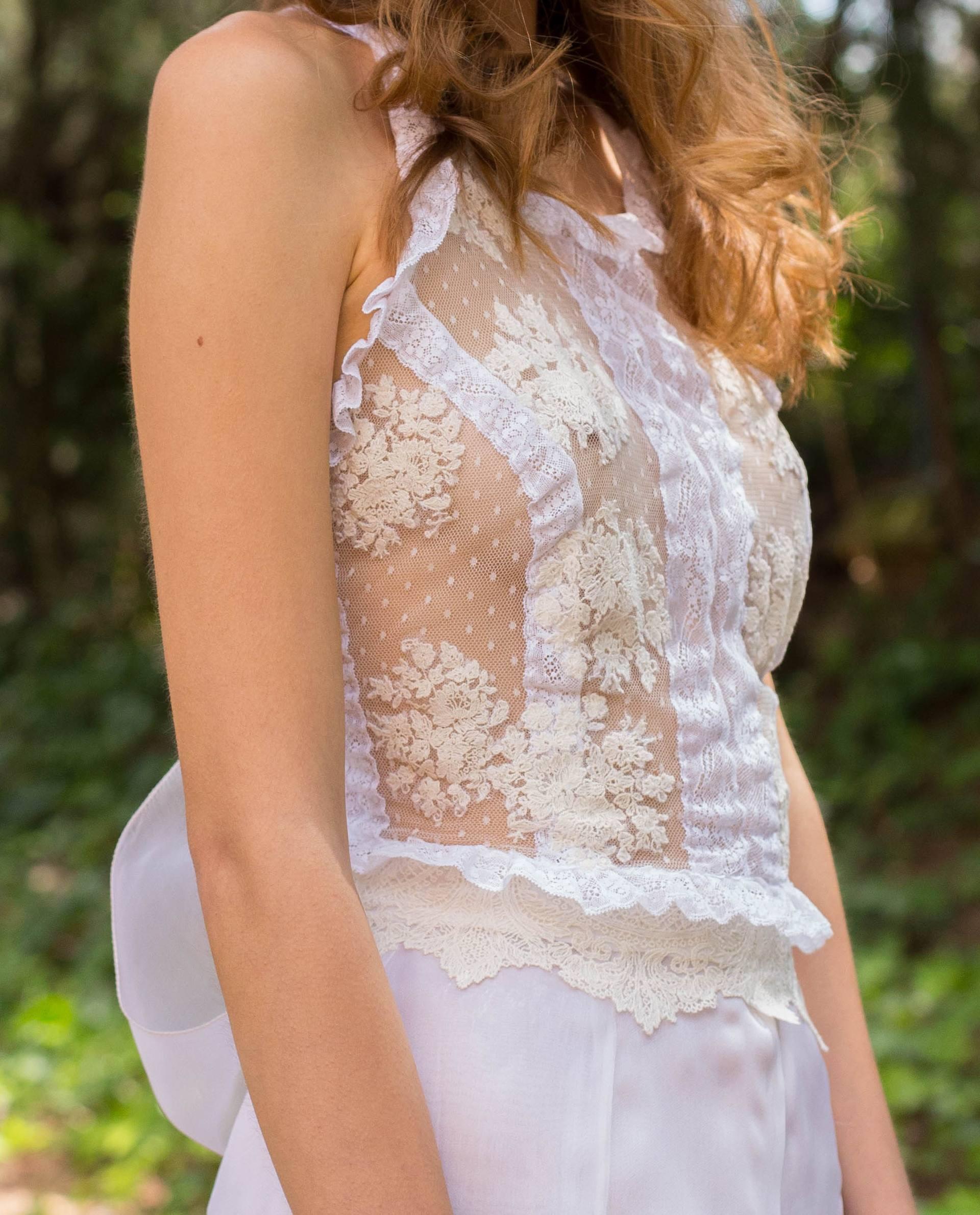 BRIDAL-NATURE 2018/19 - BLUSAS - detalle del top de novia judit de plumeti, encaje y puntilla