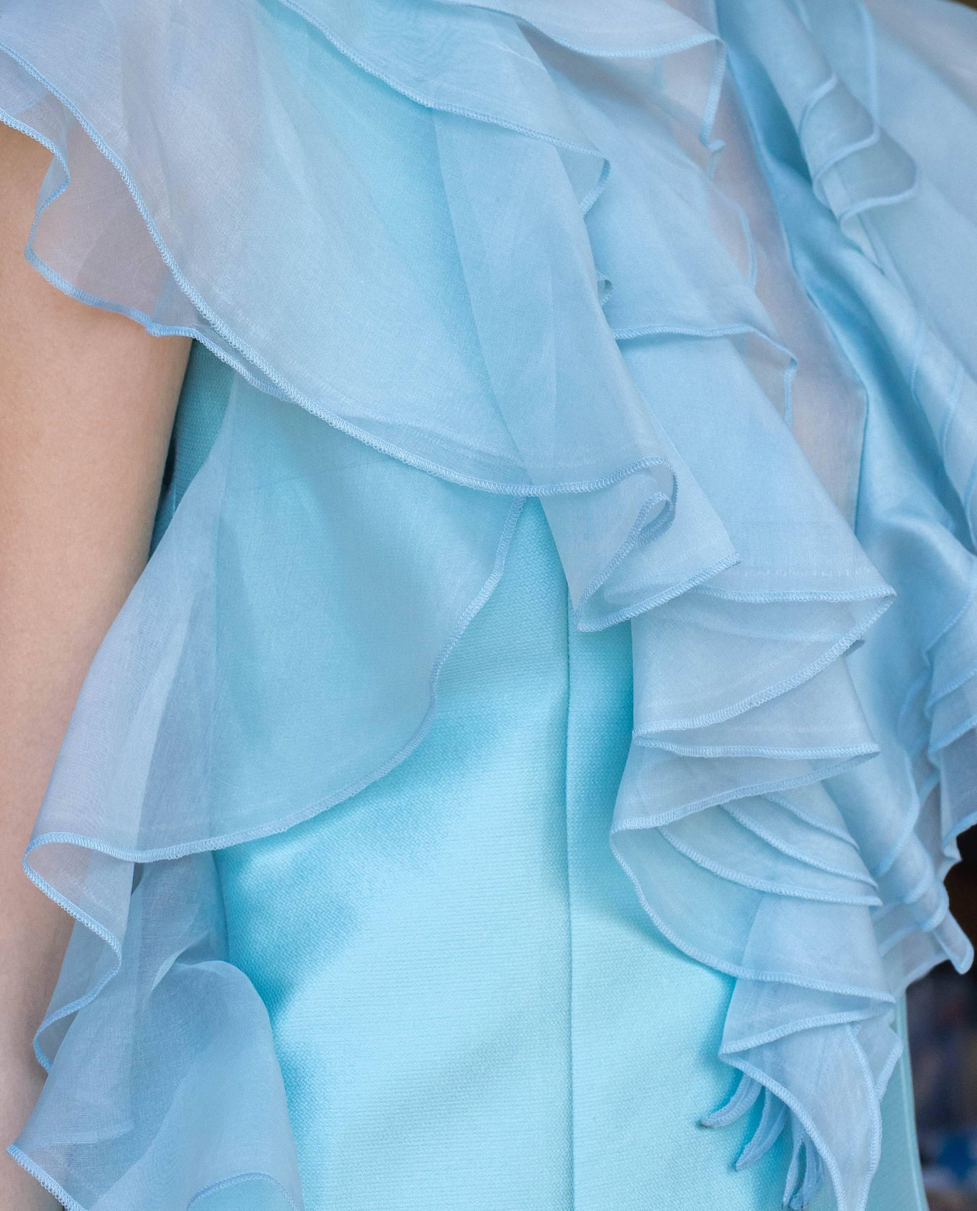 Detalle pechera transparente vestido de fiesta MIA azul