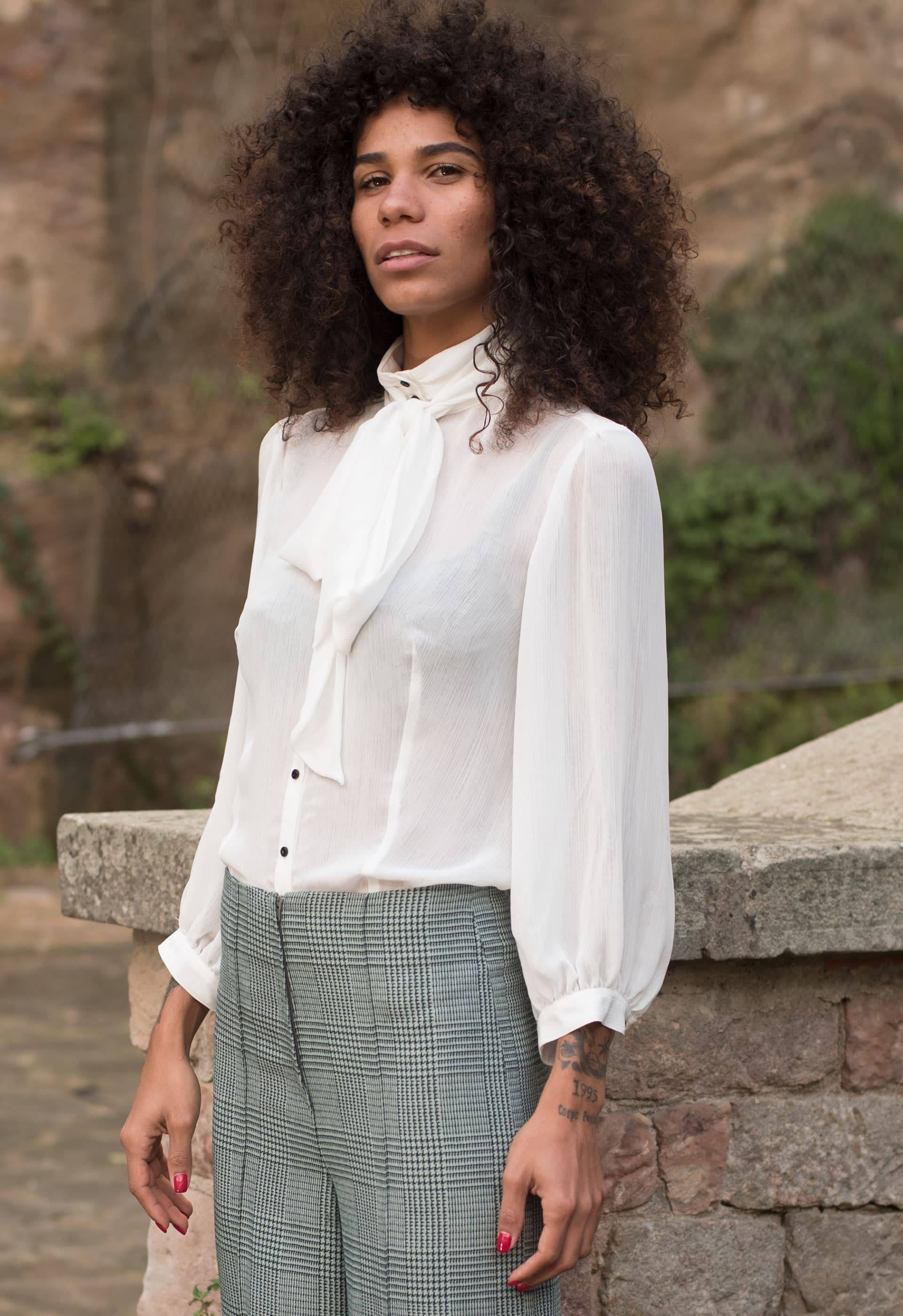 PRÊT À PORTER-FALL WINTER 19/20 - TOPS, BLUSAS - Blusa con lazo blanca de IO DREAMS