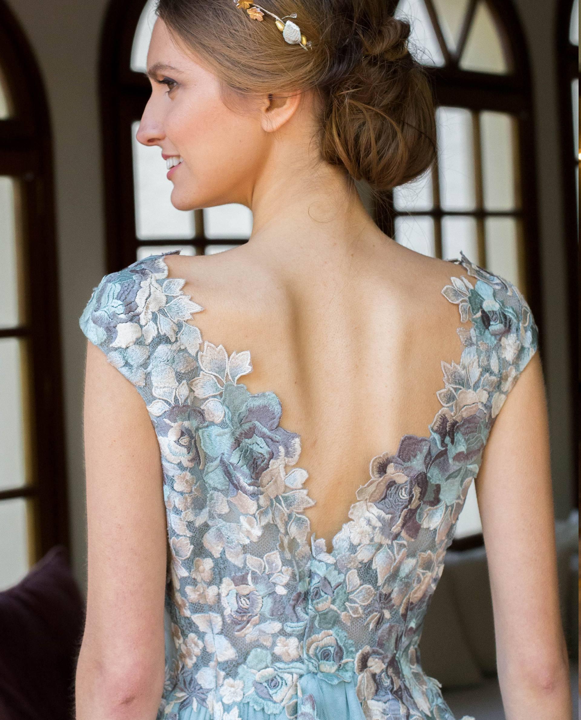 Detalle espalda en uve vestido fiesta JOSÉPHINE azul