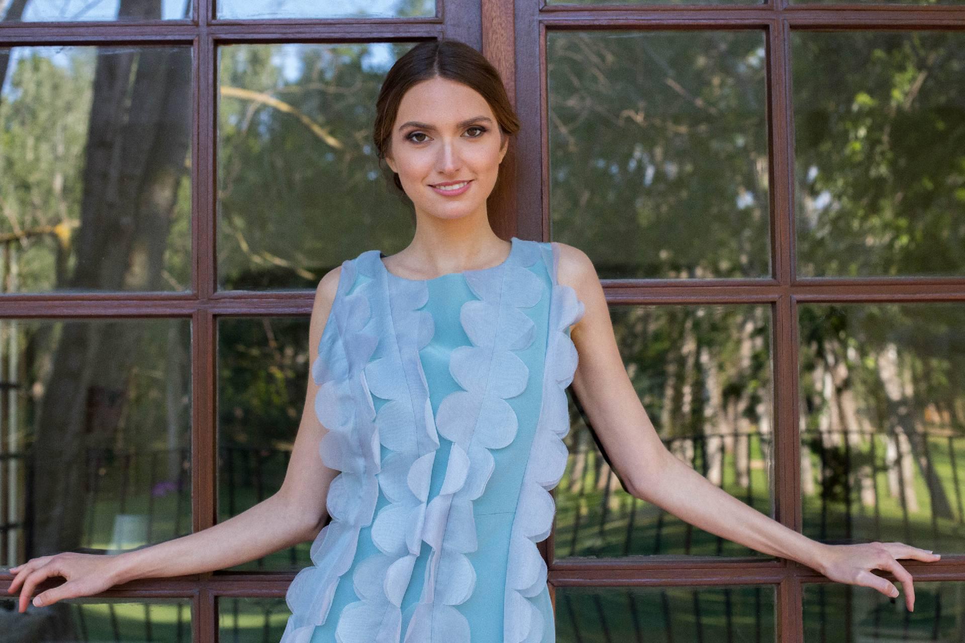Detalle  frontal vestido Valeria azul