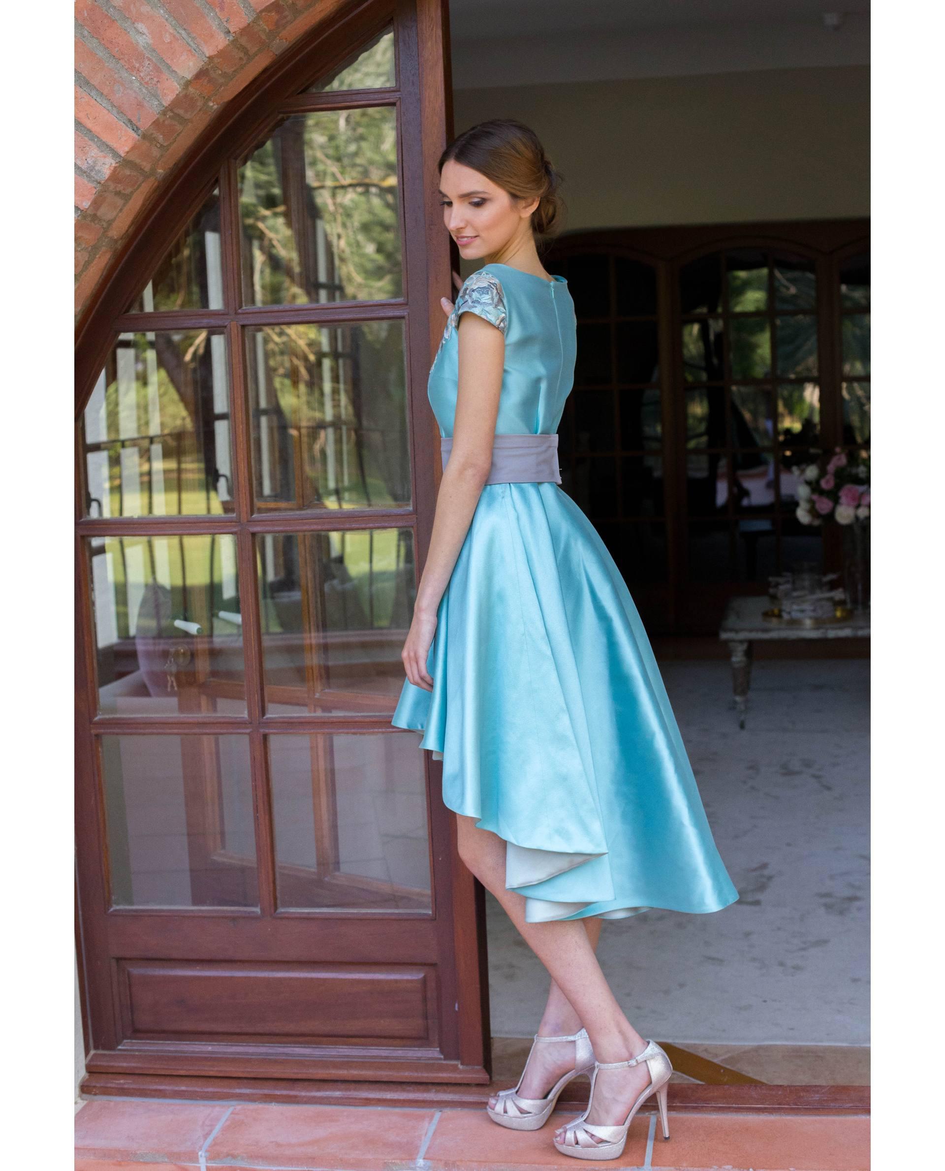 Detalle falda capa vestido fiesta LIA azul
