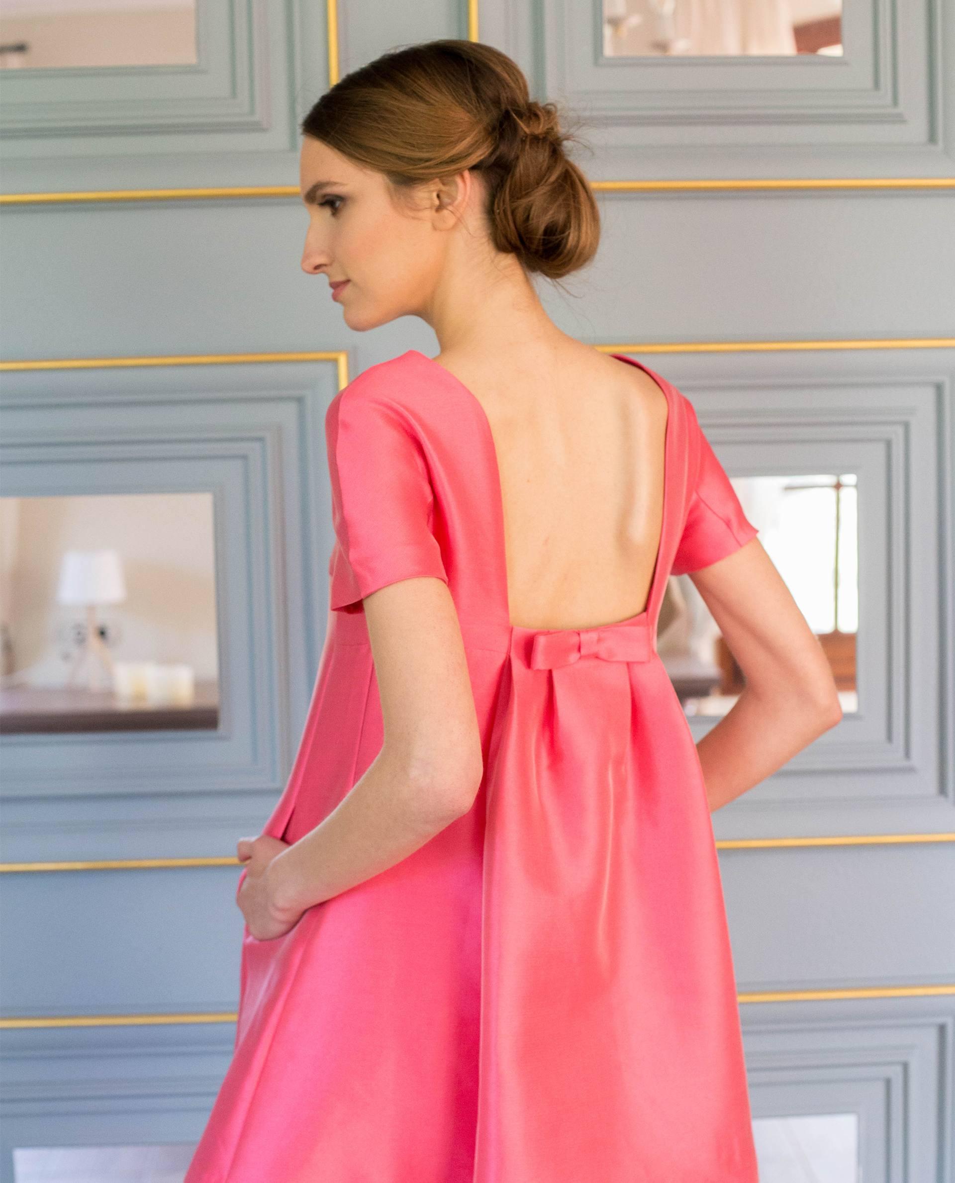 Detalle espalda abierta del vestido MARTINA rosa