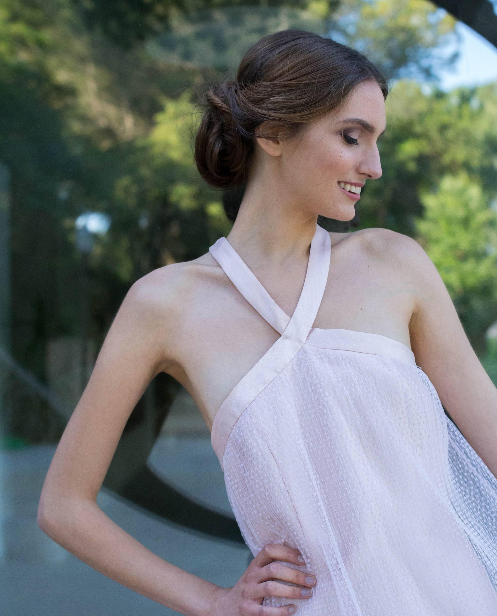 Detalle cuello halter vestido de novia Valentina