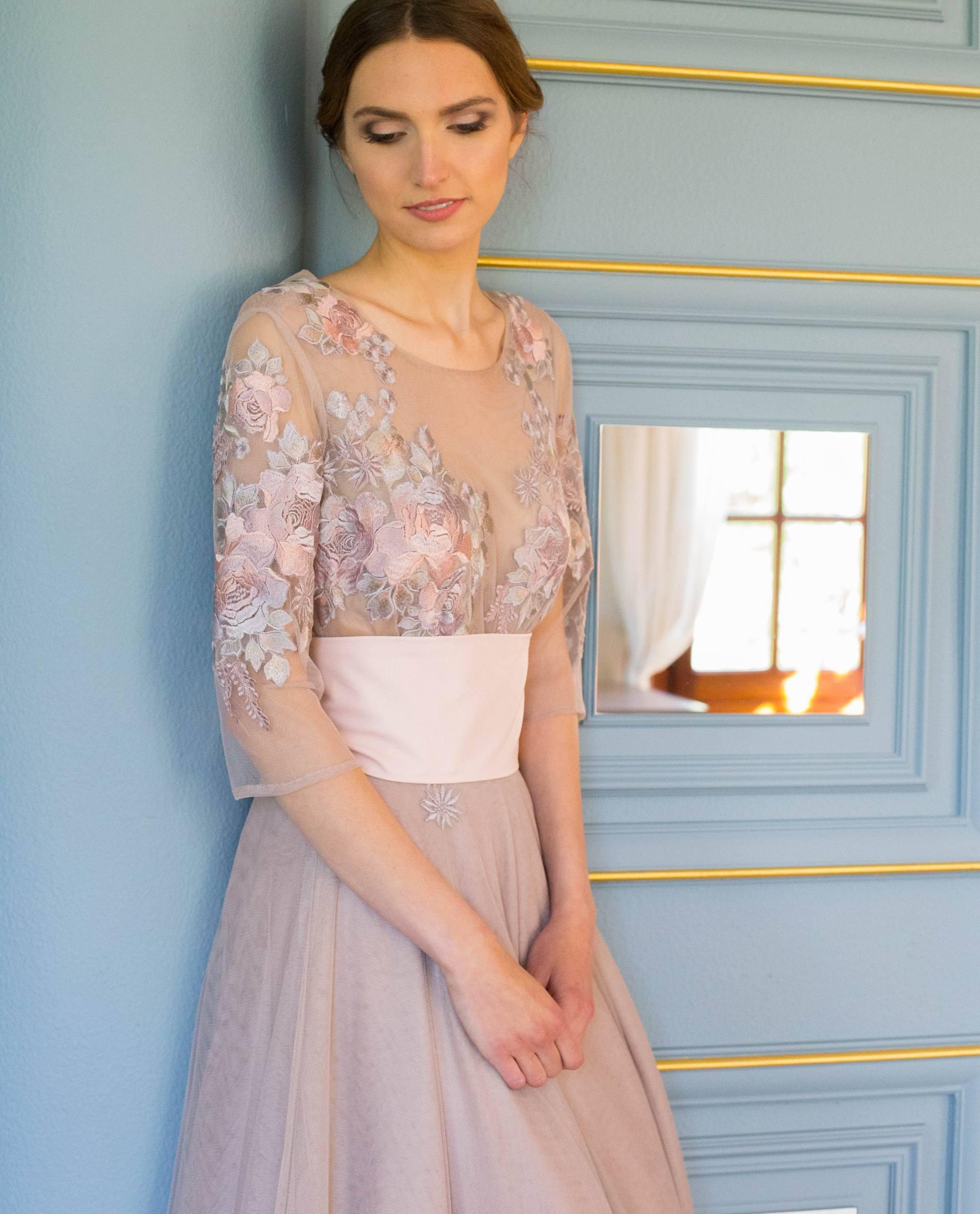 Detalle vestido RANIA rosa palo