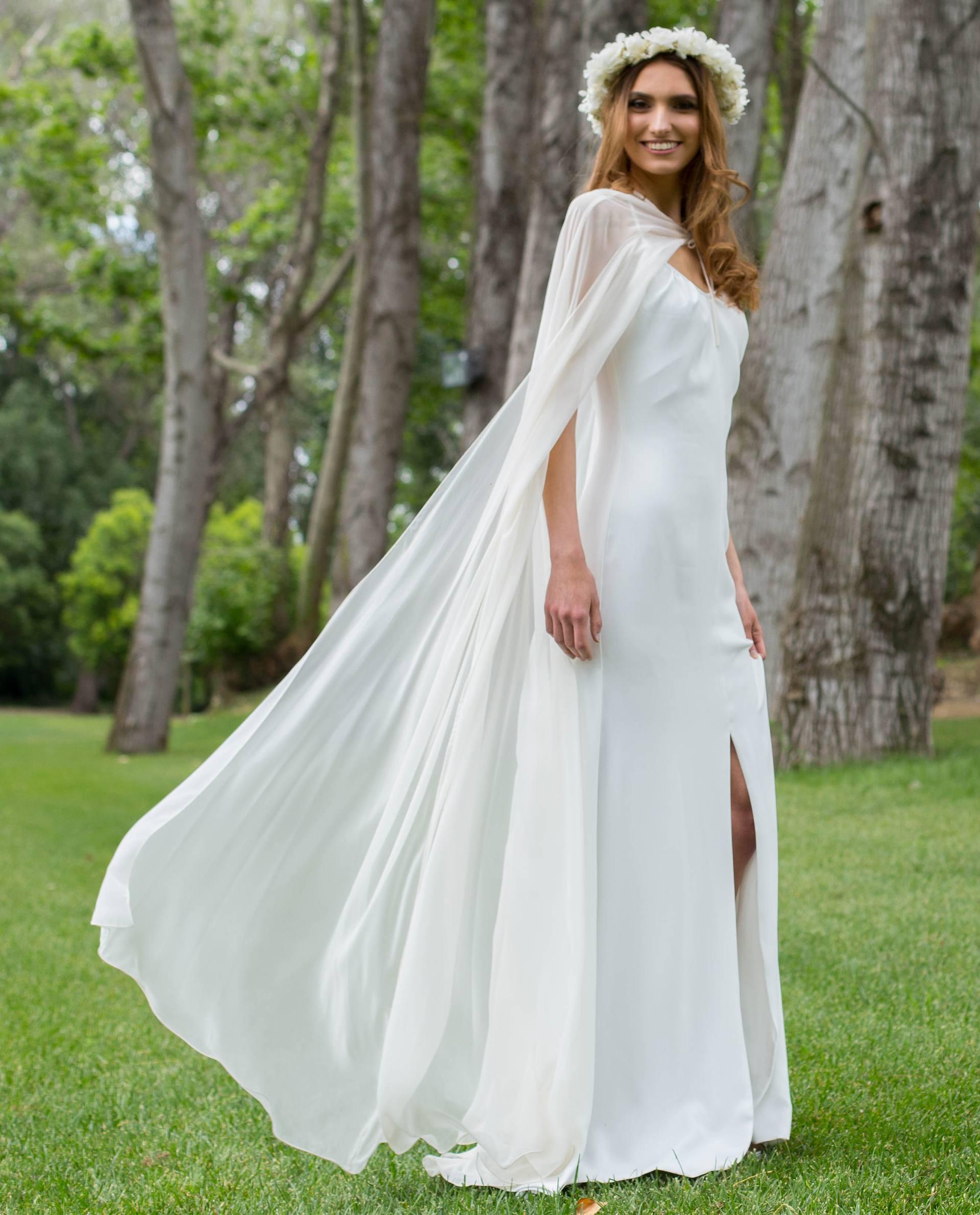 Vestido novia Rebeca con capa Nelda
