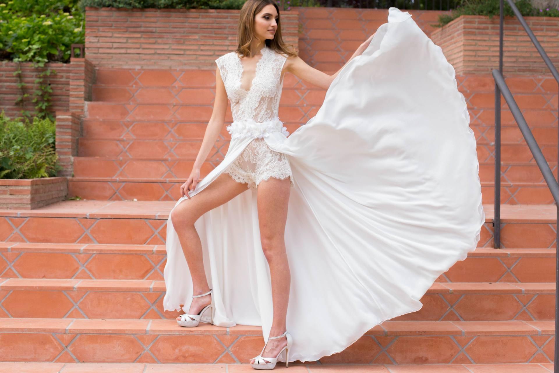 Detalle de vuelo de falda de novia Auril