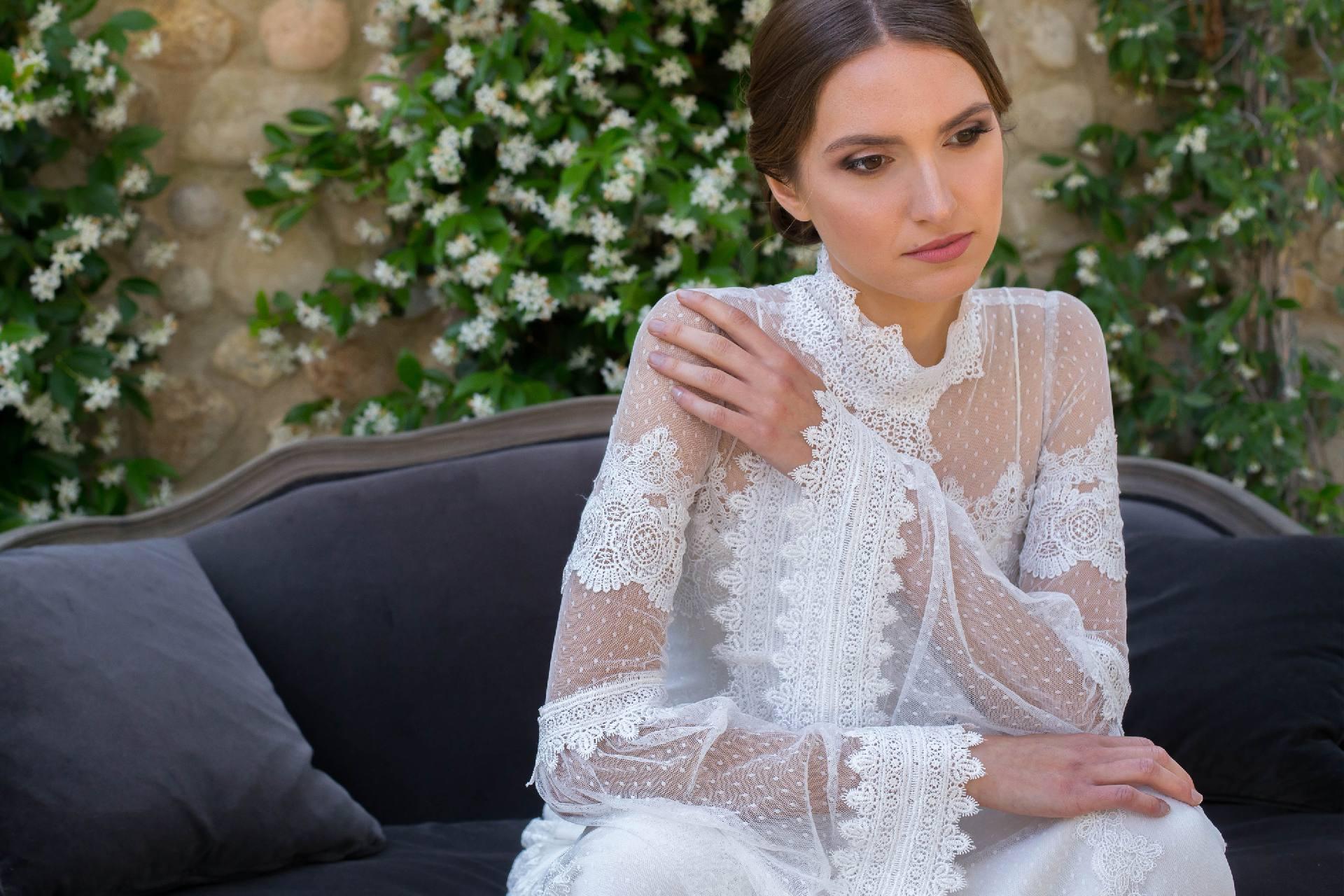 Detalle vestido de novia Julia con manga acampanada