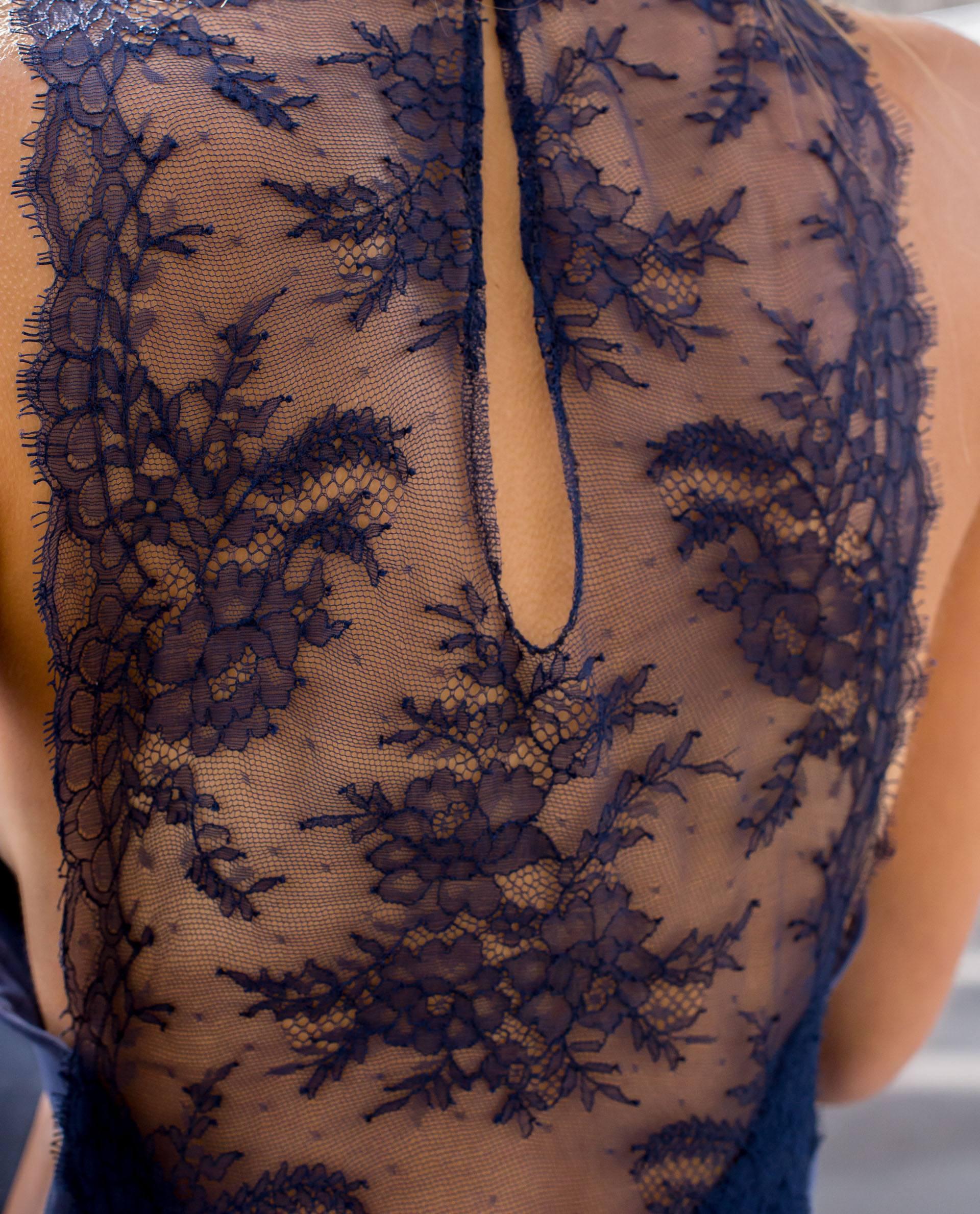 Detalle espalda vestido viscosa azul índigo Roses