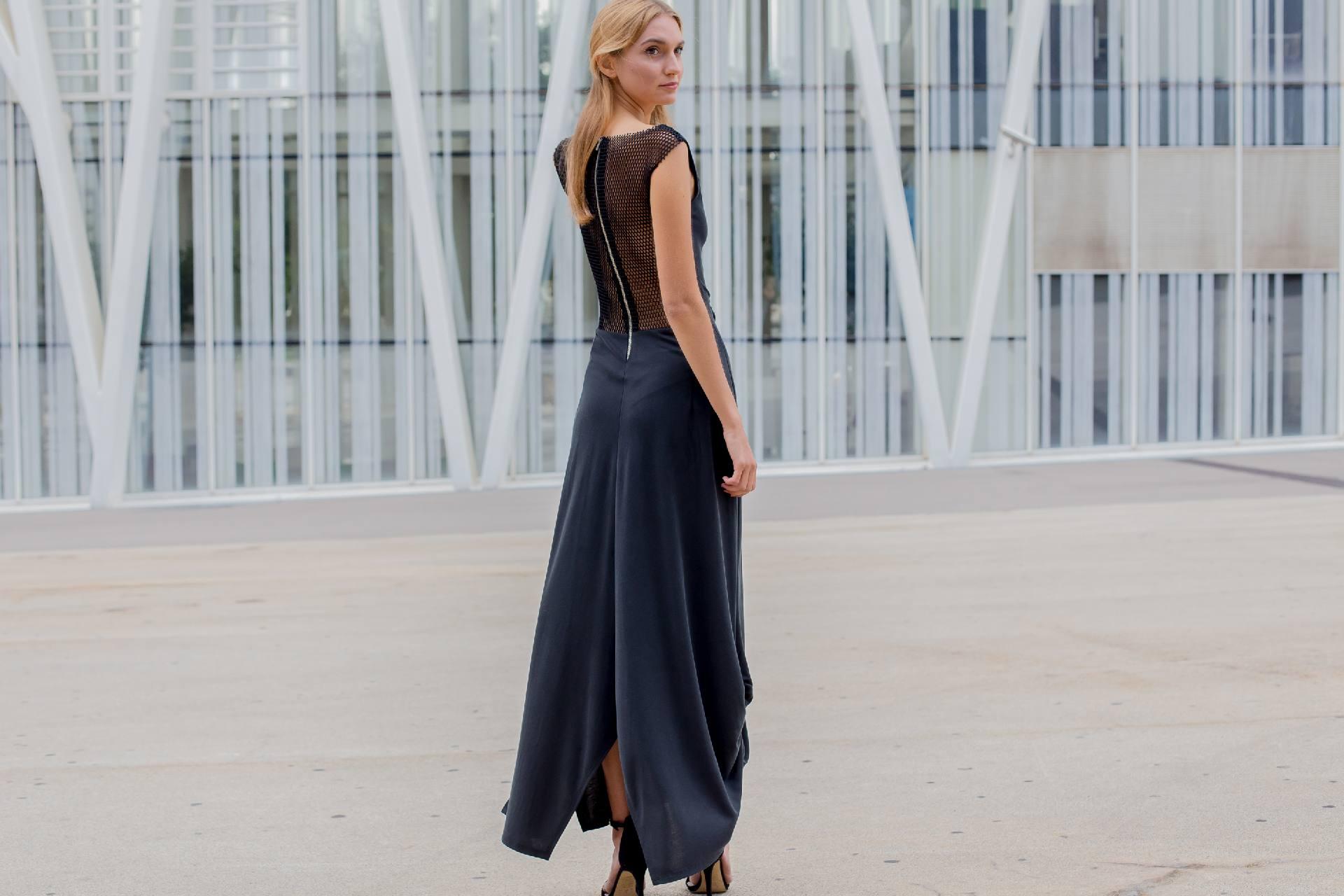 Detalle trasero de vestido Palafrubell viscosa negro